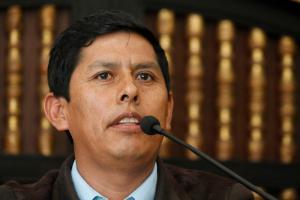 El antropólogo e investigador Lurgio Gavilán durante la presentación de su libro en Lima. (Foto IEP)